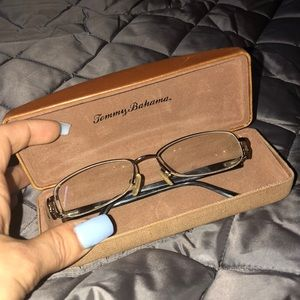 Authentic tommy Bahama Glasses With Case